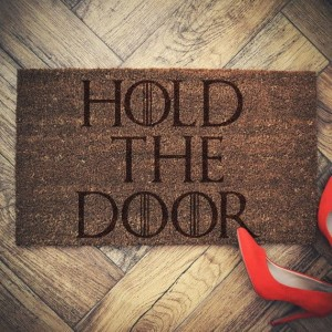 """HOLD THE DOOR""  wycieraczka kokosowa"