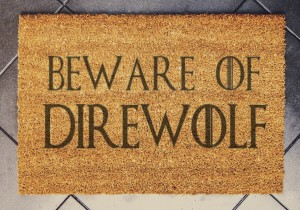 """BE AWARE OF DIREWOLF""  wycieraczka kokosowa"